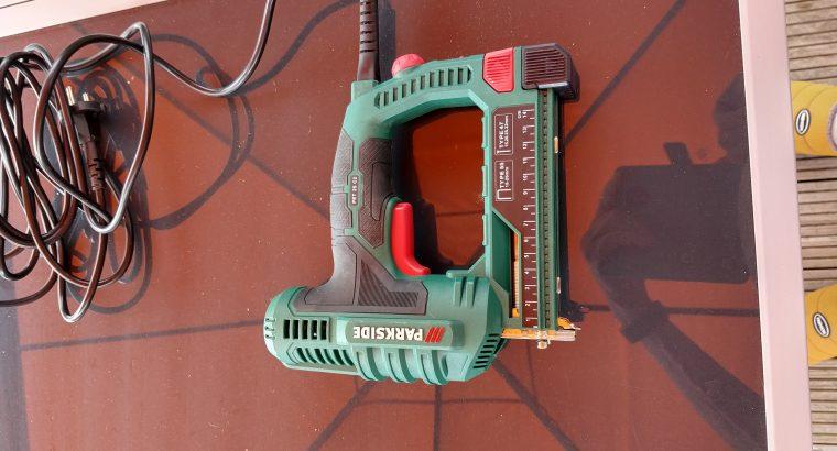 Nietmachine (elektrisch)